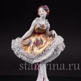 Уцененная фарфоровая статуэтка Балерина, кружевная, Volkstedt, Германия, до 1935 г.